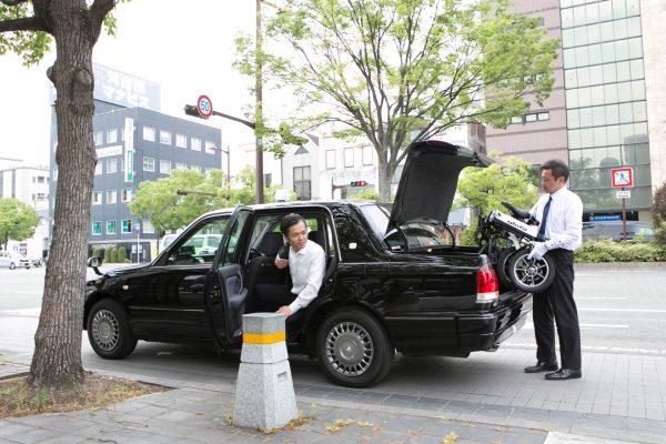 glafitバイク タクシーに積み込み